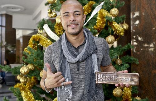 Wesley a vorbit pentru fanii săi despre reuşitele şi emoţiile din 2011, ţinînd cu grijă între degete trofeul Gazetei.