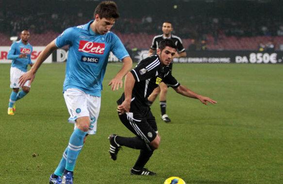 Popescu (în negru) a marcat singurul gol al Cesenei în meciul cu Napoli