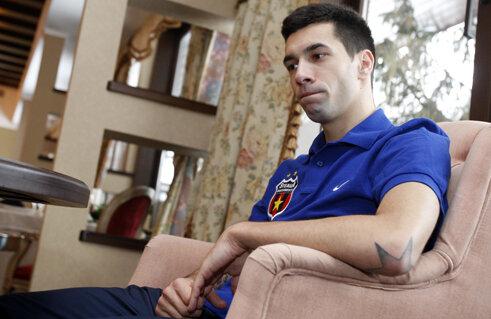 Pîrvulescu are emblema Stelei nu numai pe tricou, ci şi tatuată deasupra mîinii stîngi.