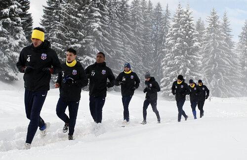 Fotbaliştii Stelei aleargă în fiecare zi cîte 8 kilometri pe pantele montane.
