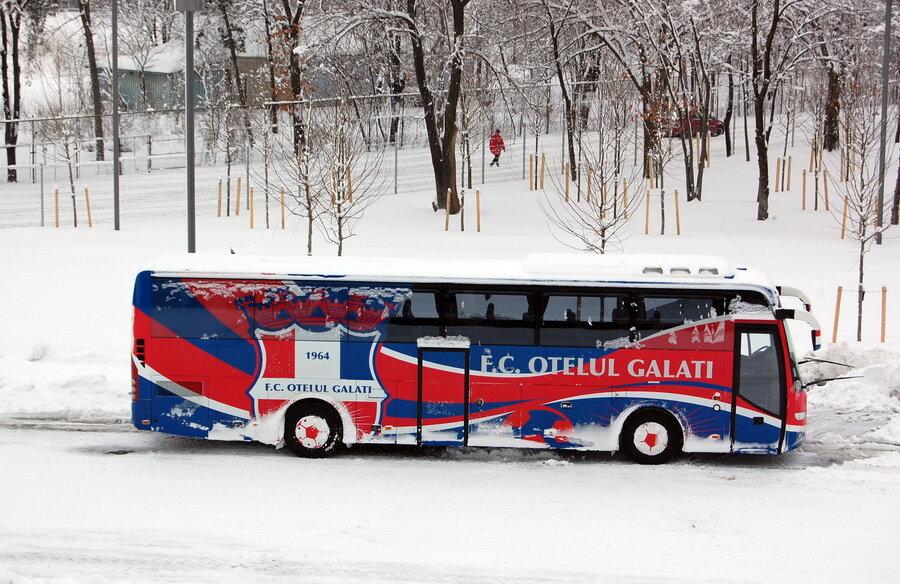 Ieri, autocarul era în parcarea de la stadionul Naţional Arena // Foto: Andrei Crăiţoiu