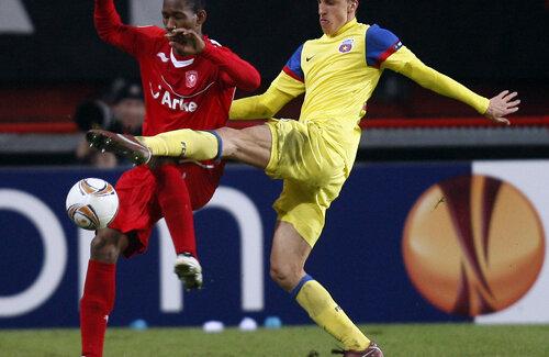 În 2007, cînd avea 17 ani, Chiricheş a fost la Benfica, unde s-a antrenat sub comanda lui Camacho