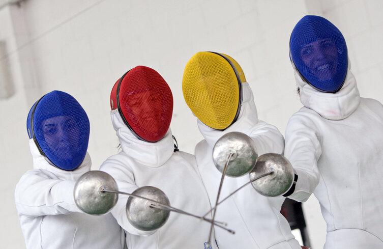 Scrimerele care vor concura la Jocurile Olimpice de la Londra au măşti colorate.