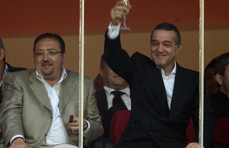 Walter are o avere de circa 20 de milioane de euro, de 10 ori mai puţin decît rivalul său din Pipera