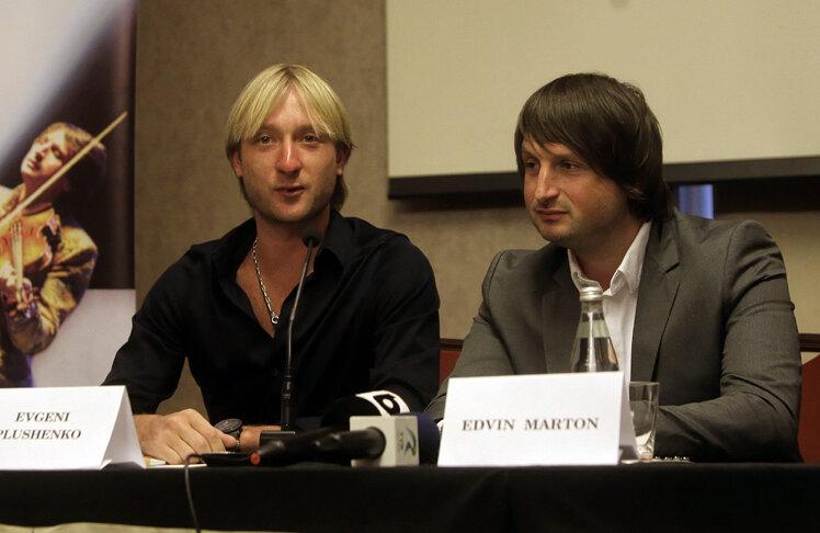 Pluşenko (stînga) şi Marton sînt pregătiţi de show.