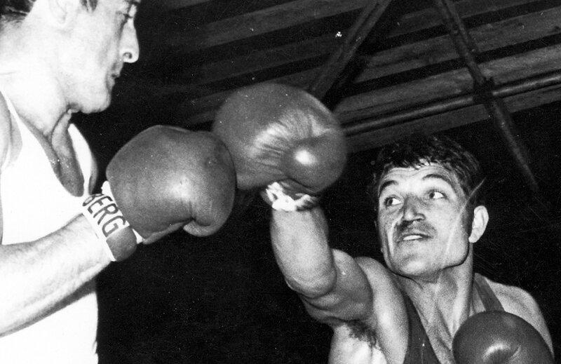 În 1969, Alec Năstac l-a pus la podea pe Ion Monea, dublu medaliat olimpic la Roma '60 şi Mexico '68, dar a pierdut meciul la puncte