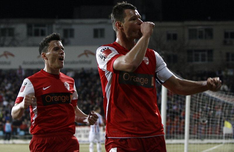 Marius Niculae a transformat primul penalty primit de Dinamo în meciul cu Oţelul.