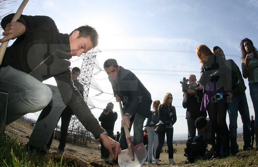 Claudiu Niculescu a dat tonul la plantarea copacilor