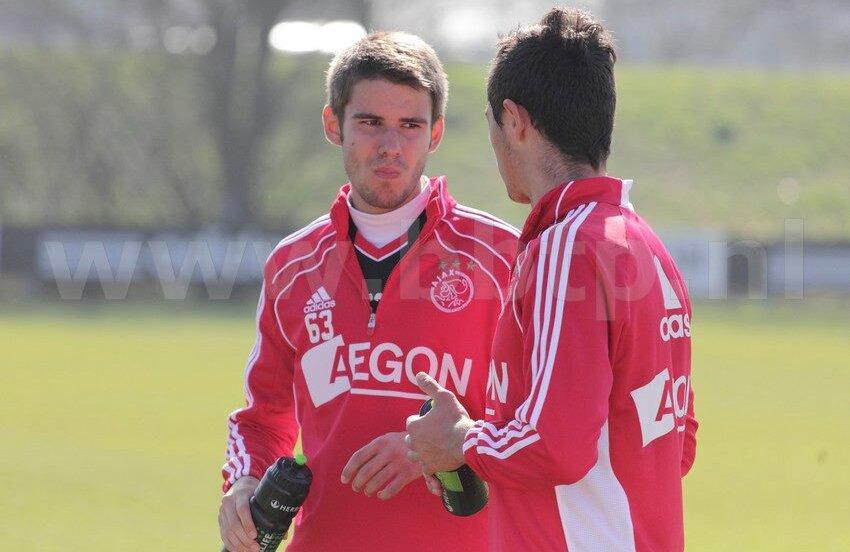 Doi dintre internaţionalii under 19, Bogdan Ţîru şi Gabriel Iancu, s-au pregătit timp de o săptămână la cel mai titrat club din Ţara Lalelelor, Ajax Amsterdam.