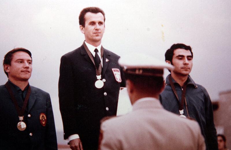 Podiumul la Mexico '86: argint pentru Marcel Roşca (primul din dreapta) în proba de pistol viteză.
