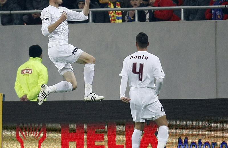 Kapetanos, ex-stelist, a devenit unul dintre dușmanii roș-albaștrilor, în fața cărora a marcat în tur, cînd a fost 1-1