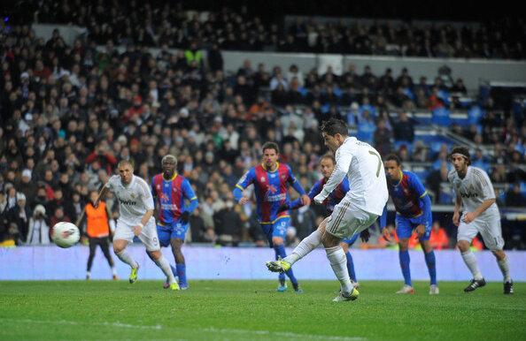 Dacă tot nu e sancționată cu penaltyuri, Real le primește. Ronaldo a transformat 10 numai în acest sezon