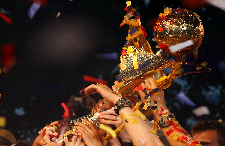 Campionatul s-a relansat după paşii greşiţi făcuţi de CFR Cluj în ultimele etape.