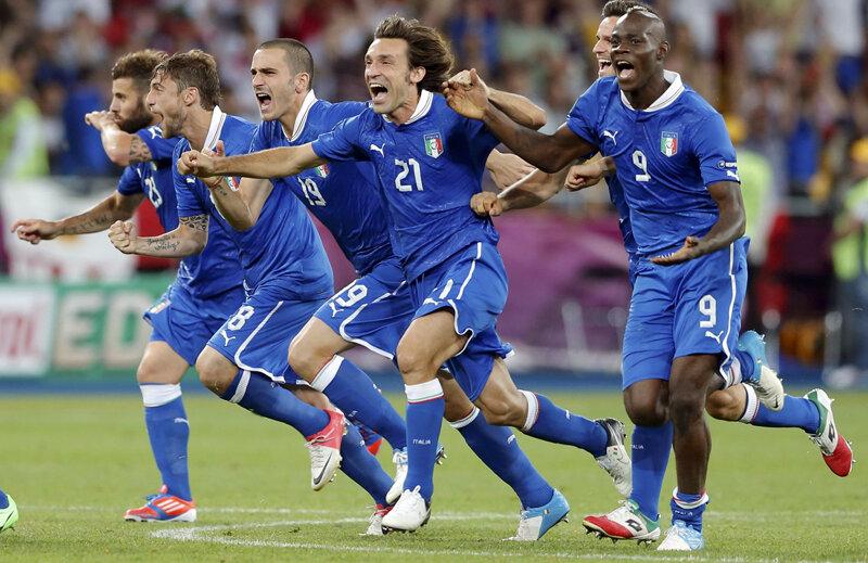 Jucătorii Italiei exultă: au reuşit să se califice în semifinale!