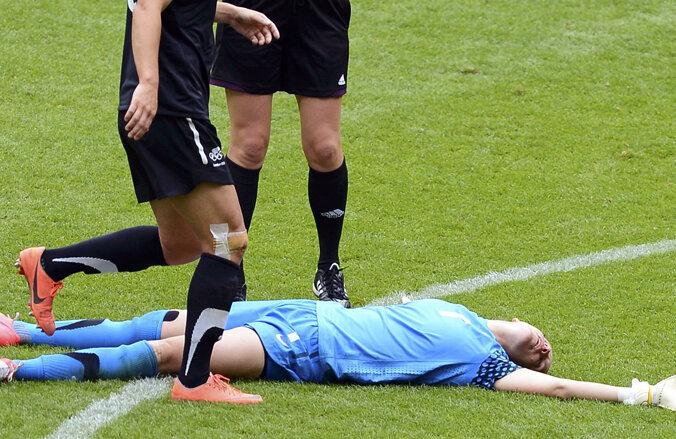 Jenny Bindon, după şoc, leşinată // Foto: Reuters