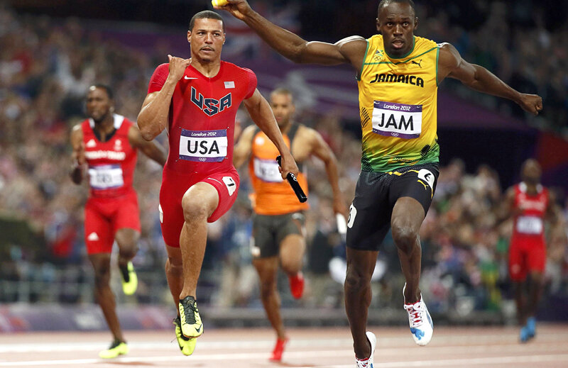 Usain Bolt sprintează spre legendă. Americanul Bailey (stînga) e departe // Foto: Reuters