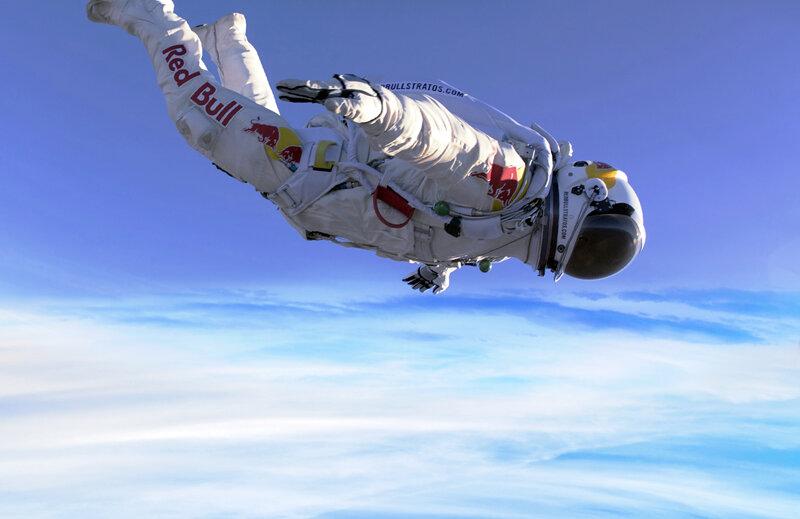 Costumația lui Baumgartner a costat circa 12 milioane de euro, iar aterizarea a avut loc lîngă orașul Roswell din New Mexico (SUA)