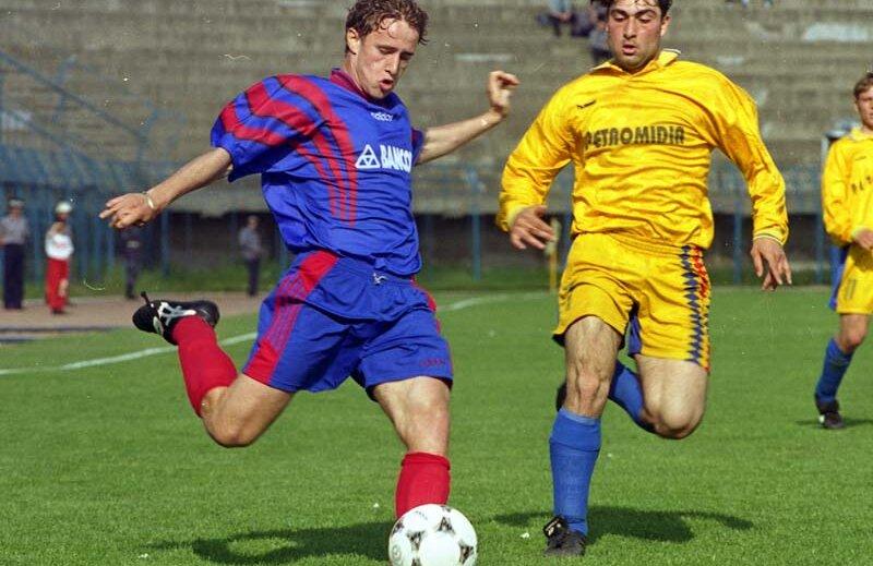 Reghecampf a jucat la Steaua în perioada 1996-2000.