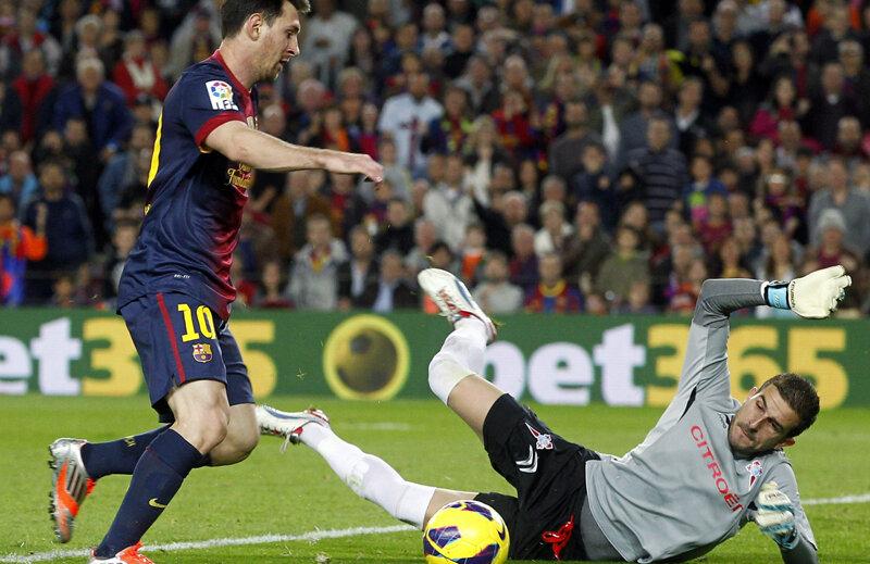 Messi se blochează în faţa lui Javi Varas şi pierde o ocazie uriaşă // Foto: Reuters