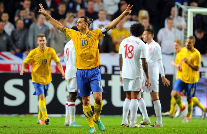 Ibrahimovici celebrează unul dintre golurile marcate Angliei