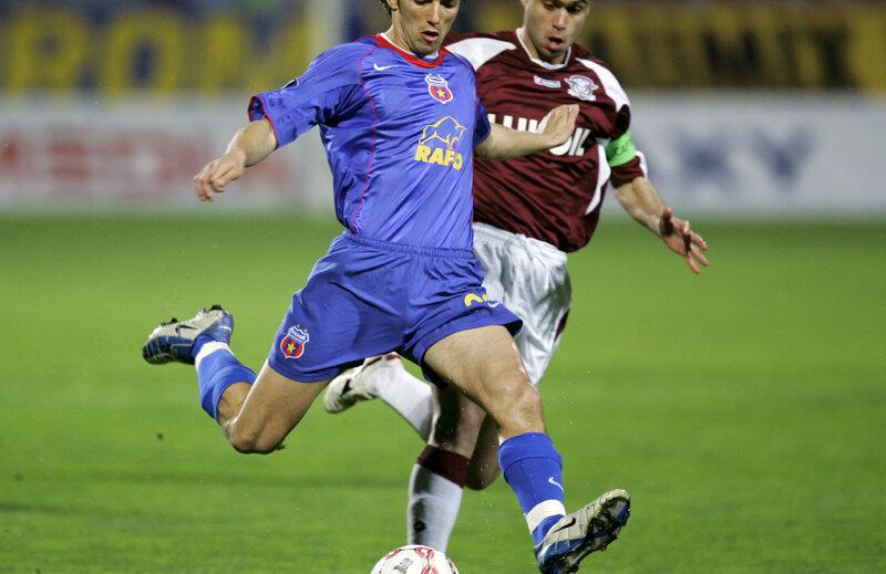 Ogăraru (32 de ani) a jucat în străinătate la două cluburi: Ajax Amsterdam şi Sion