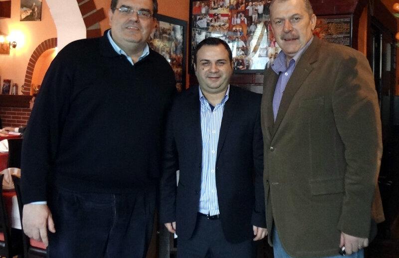 Helmuth Duckadam alături de Carlos Sanz și Sorin Barbu, doi fondatori ai fan clubului Real Madrid din București, de pe strada Popa Tatu, numărul 4