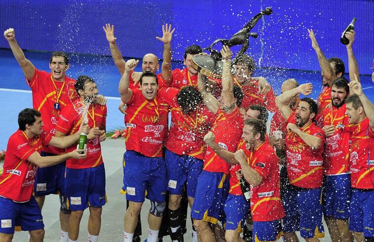 Spaniolii s-au bucurat cu şampanie şi aur // Foto: AFP/MediafaxFoto