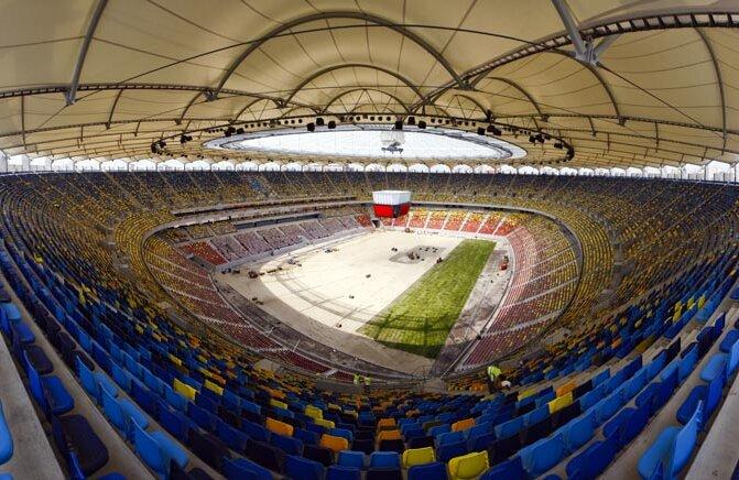 Prima suprafaţă de pe Naţional Arena a rezistat doar la un meci: cel inaugural cu Franţa, scor 0-0.