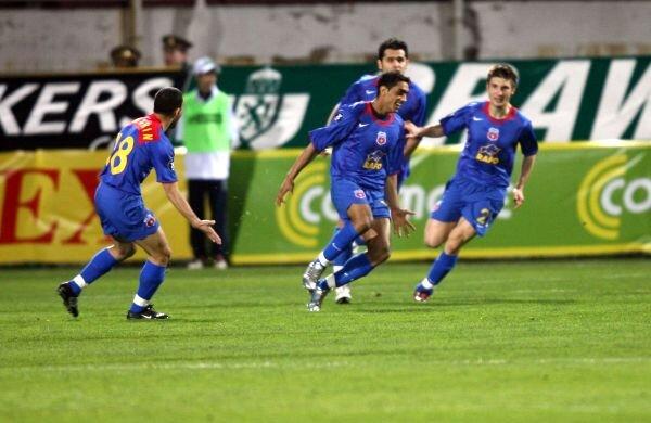 În 2006, golul lui Bănel Nicoliţă cu Rapid, 1-1, asigura calificarea Stelei în semifinalele Cupei UEFA