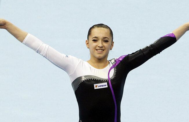 La 16 ani, Larisa Iordache e noua stea a gimnasticii româneşti // Foto: Reuters