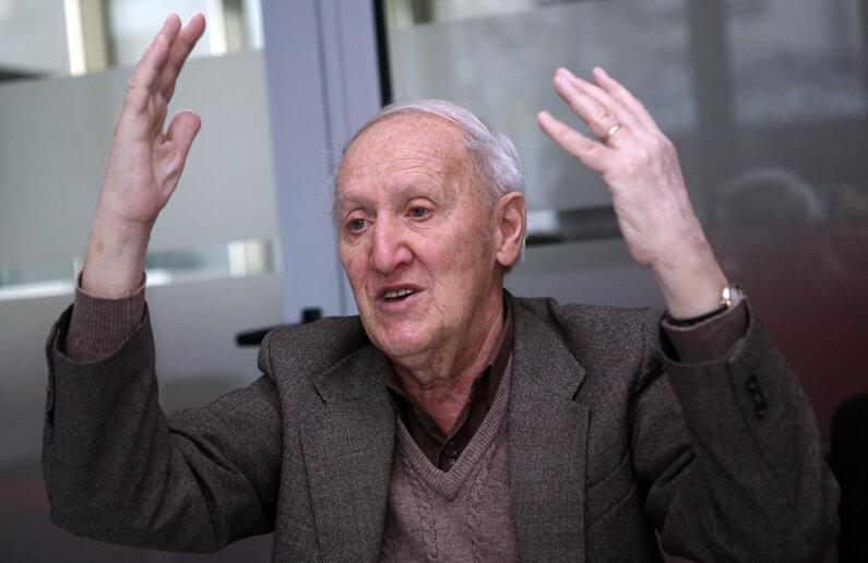 Gheghe Nicolaescu era un bun vorbitor de franceză, iar în ultimii ani ai vieții s-a străduit să învețe și limba engleză, după cum a povestit soția lui, Coca
