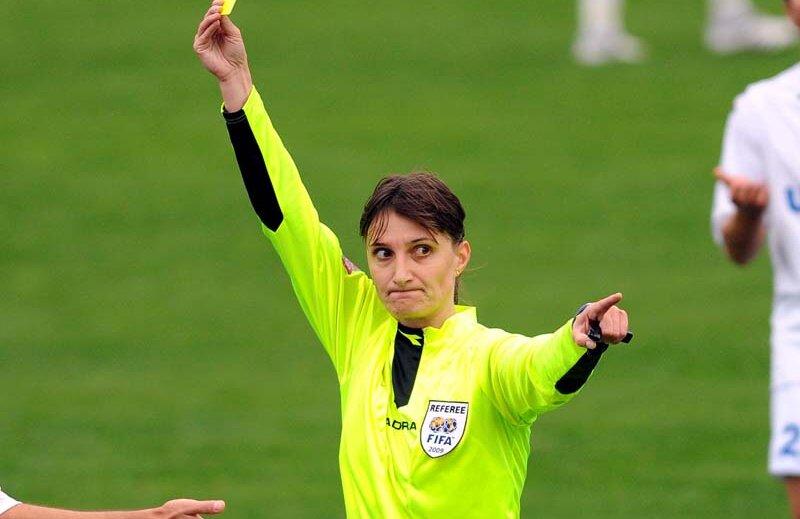 Teodora Albon, 35 de ani, este arbitru pe lista FIFA din 2003