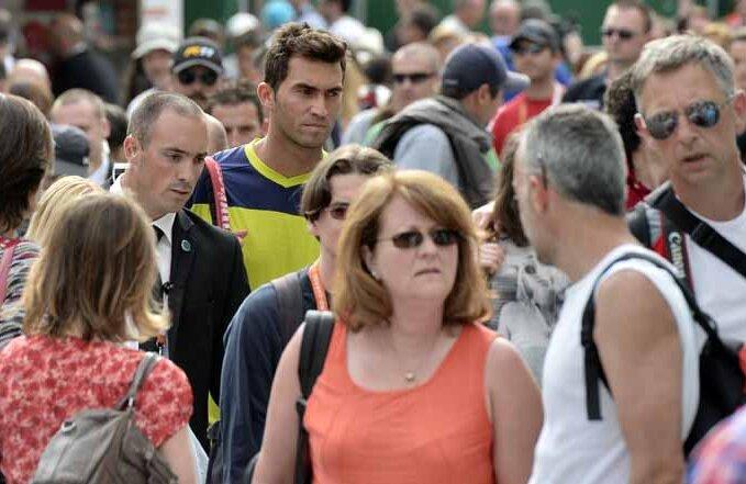 Horia Tecău, în tumultul aleilor de la Roland Garros // Foto: Raed Krishan