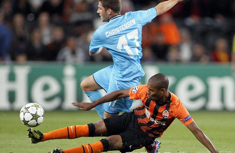 Fernandinho (în portocaliu) a fost o mare lovitură a lui Lucescu // Foto: Reuters