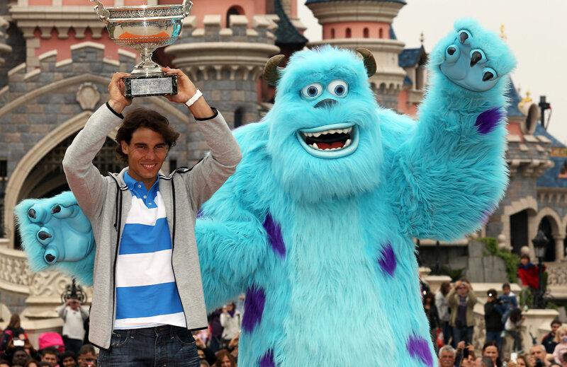 Vizitele în lumea poveştilor au devenit un ritual pentru Nadal. Spaniolul s-a pozat ieri în Disneyland Paris alături de monstrul Sulleys.