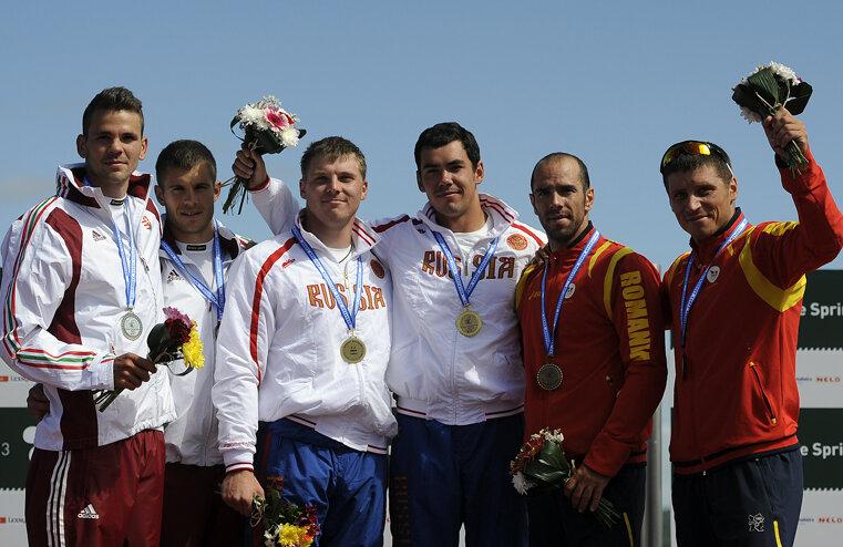 Liviu Dumitrescu şi Victor Mihalachi pe podiumul premianţilor.