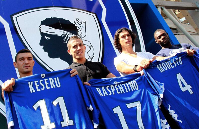 Keşeru (primul din stînga), alături de alte 3 achiziţii: Raspentino, Modesto şi Diakite // Foto: Mediafax/AFP