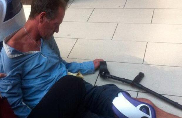 Personalul hotelului cheamă ambulanța, Gascoigne e jos, leşinat