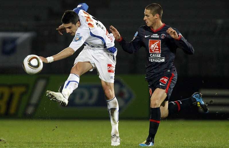 Daniel Niculae, stînga, irezistibil la Auxerre, într-un meci cu PSG