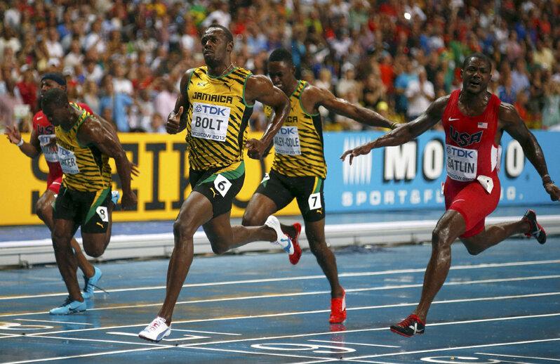 Bolt a trecut primul linia de final