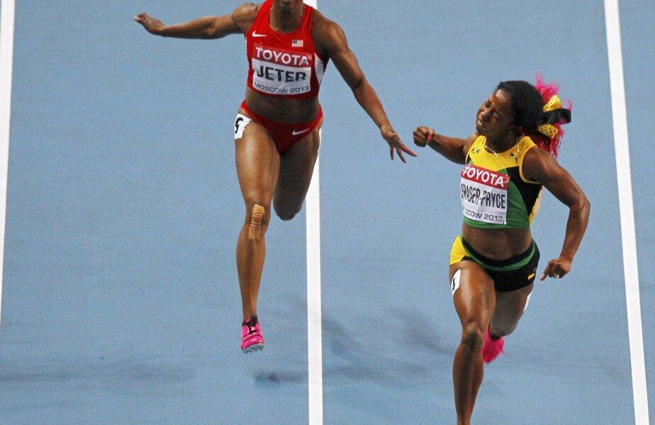 Shelly-Ann Fraser-Pryce, în dreapta, a reuşit cel mai bun timp al anului la feminin