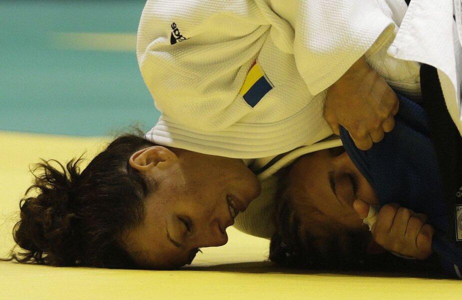 Andreea Chiţu, 24 de ani, în meciul cu italianca Giuffrida, cîştigat prin ippon // Foto: Reuters