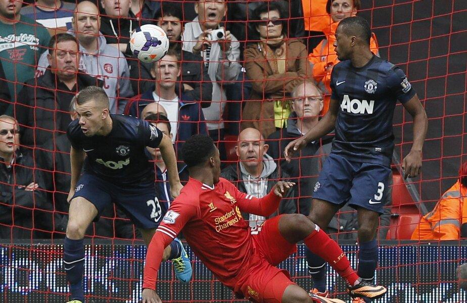 Sturridge, în roșu, trimite balonul în plasă și pe United în corzi