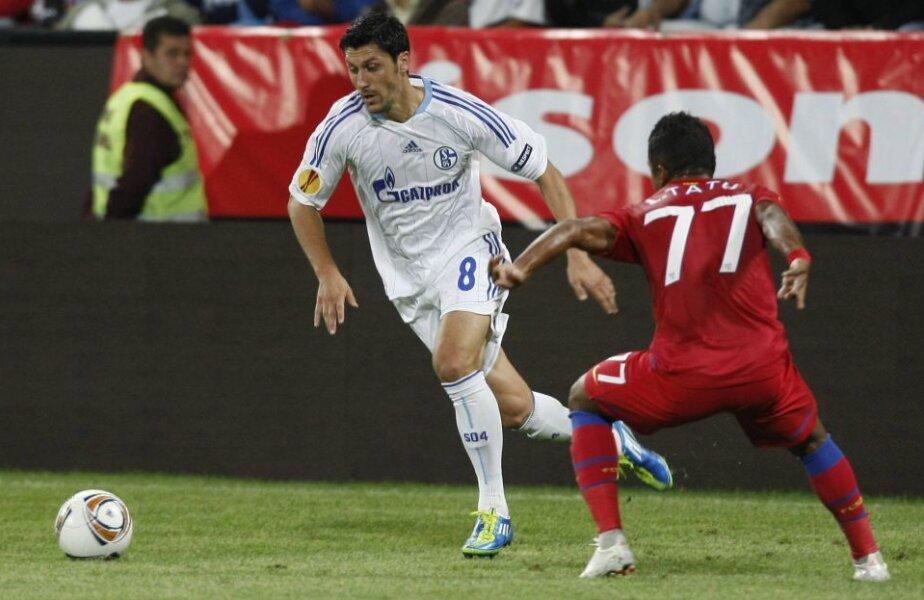 Pe cînd evolua la Schalke, Marica a jucat contra Stelei în Europa League în două meciuri (0-0 şi 2-1)