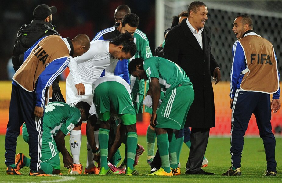 Toţi marocanii vor un suvenir de la Ronaldinho // Foto: Guliver/GettyImages