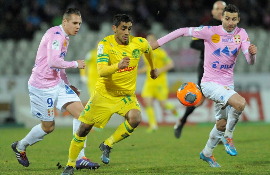 Nicoliță (în galben) a fost greu de oprit de adversari la Evian // Foto: AFP/Mediafax Foto