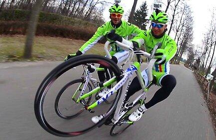 Peter Sagan, dreapta, alături de coechipierul Oscar Gatto, de la Cannondale