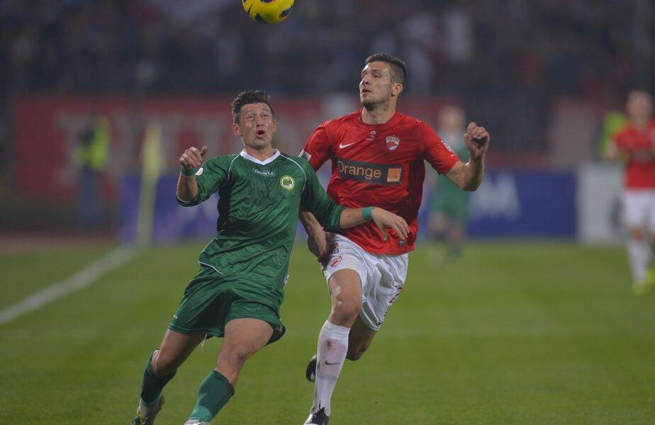 În tur, Dinamo a cîștigat cu 2-1, goluri Țucudean, Grigore, respectiv Onduku. Ultimii doi sînt suspendați mîine