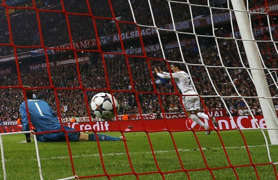 Ronaldo (dreapta) jubila în faţa unui Neuer îngenuncheat la 0-3 // Foto: Reuters