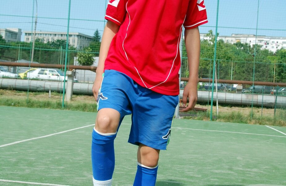 Rareș Lazăr e născut în Vaslui pe 28 martie 1999 și s-a antrenat de mai multe ori cu formația de seniori, chiar și cînd vedetele nu părăsiseră clubul moldav